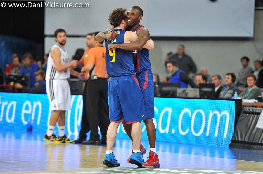Mickael y Huertas celebran la victoria (Foto: Dani Vidaurre)