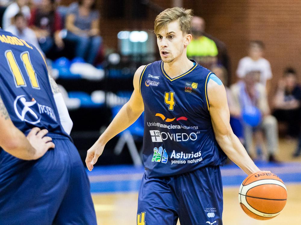 Fran Cárdenas con el balón (Foto: Christian García)