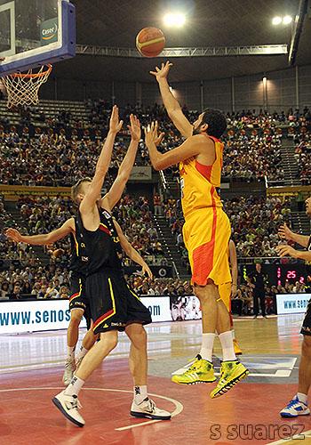 Alex Mumbrú contra Alemania (Foto: S Suárez)
