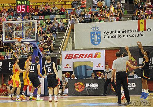 Triple de King ante España (Foto: S Suárez)