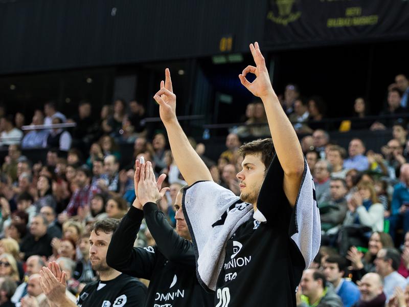 Todorovic celebra un triple (Foto: Luis Fernando Boo).