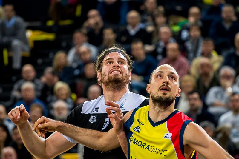 Bogris y Bogdanovic luchan por la posición (Foto: Luis Fernando Boo).