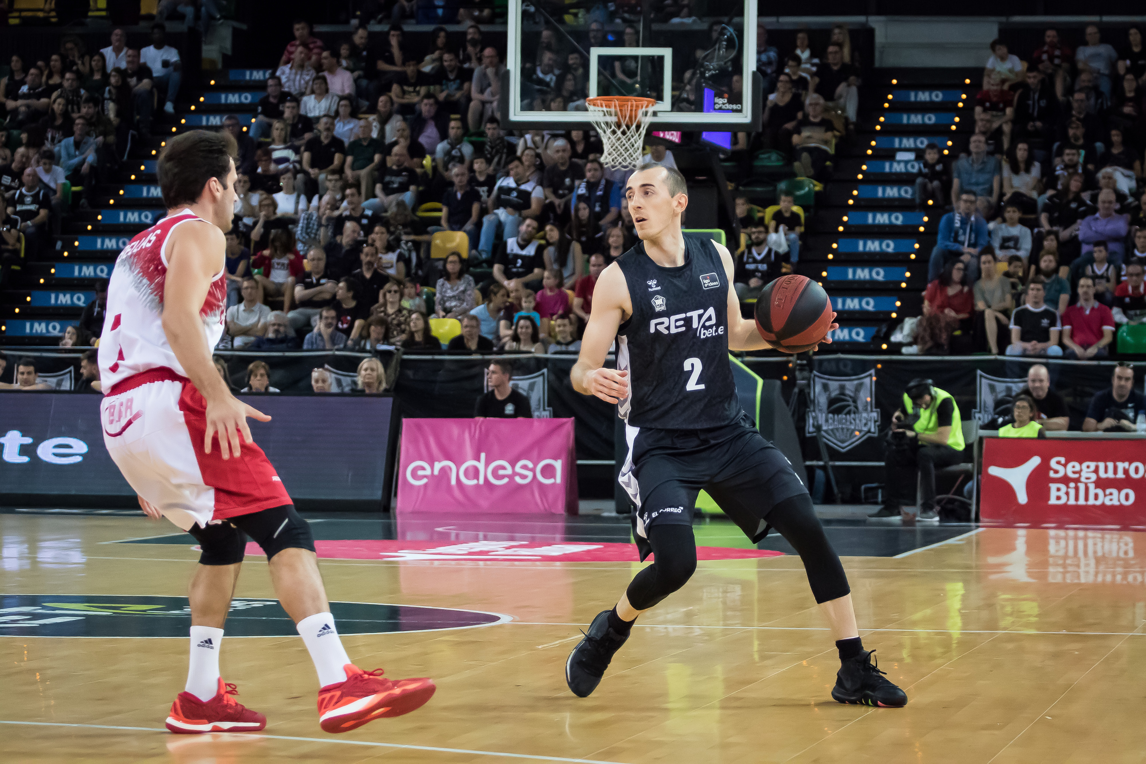 Rousselle dirigiendo el juego del Bilbao Basket (Foto: Luis Fernando Boo).