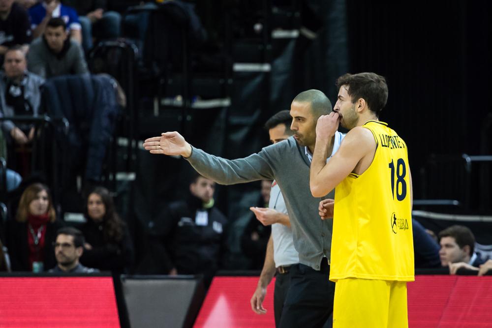 Javi Rodríguez instruye a Sergio Llorente (Foto: Luis Fernando Boo).