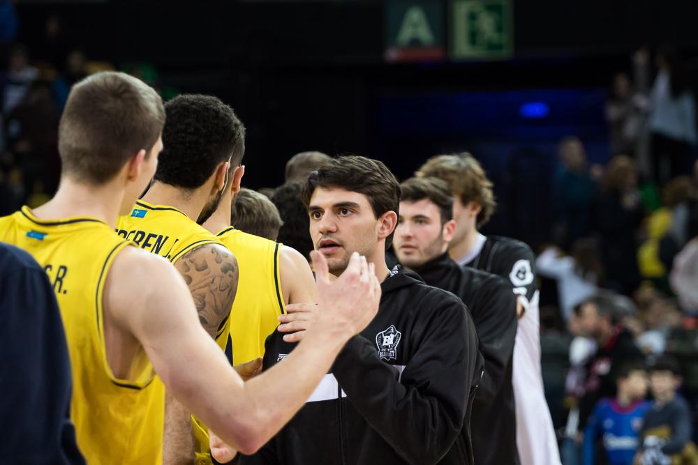 Saludo entre jugadores (Foto: Luis Fernando Boo).