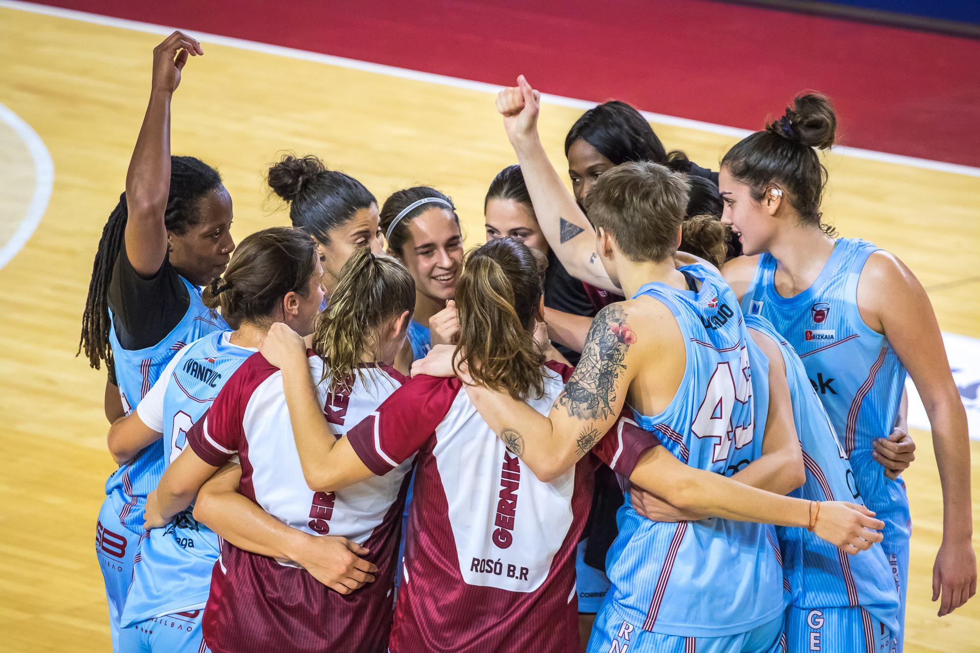 Las jugadoras del Gernika celebran la victoria (Foto: Luis Fernando Boo).