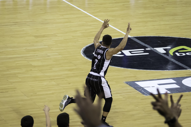 Celebración de un triple | Foto: Luis Fernando Boo.