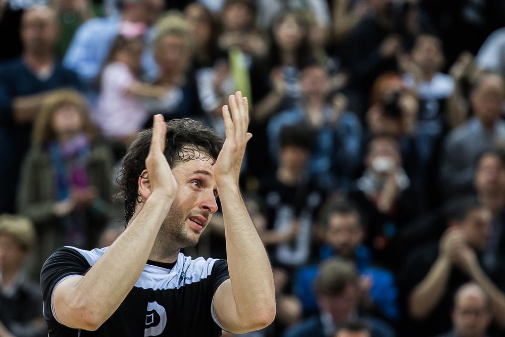 Raul se emocionó en su despedida (Foto: Luis Fernando Boo).