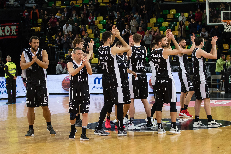 El Bilbao Basket agradece el apoyo a su afición      Foto: Luis Fernando Boo.