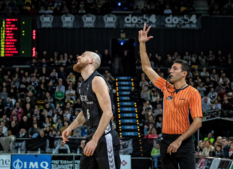 Schreiner se lamenta de su fallo en un triple (Foto: Luis Fernando Boo).