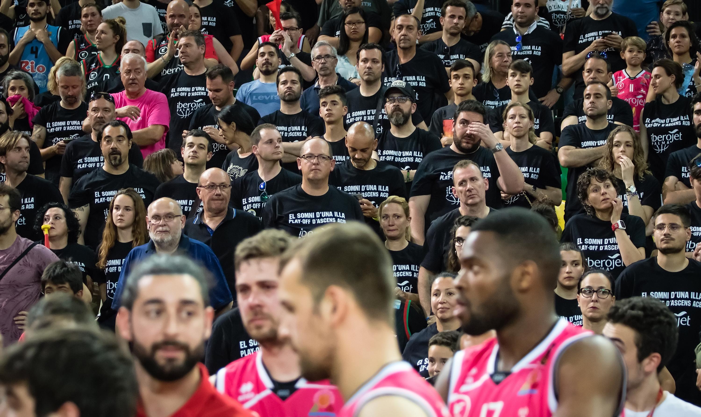 La afición mallorquina, decepcionada con la derrota | Foto: Luis Fernando Boo.