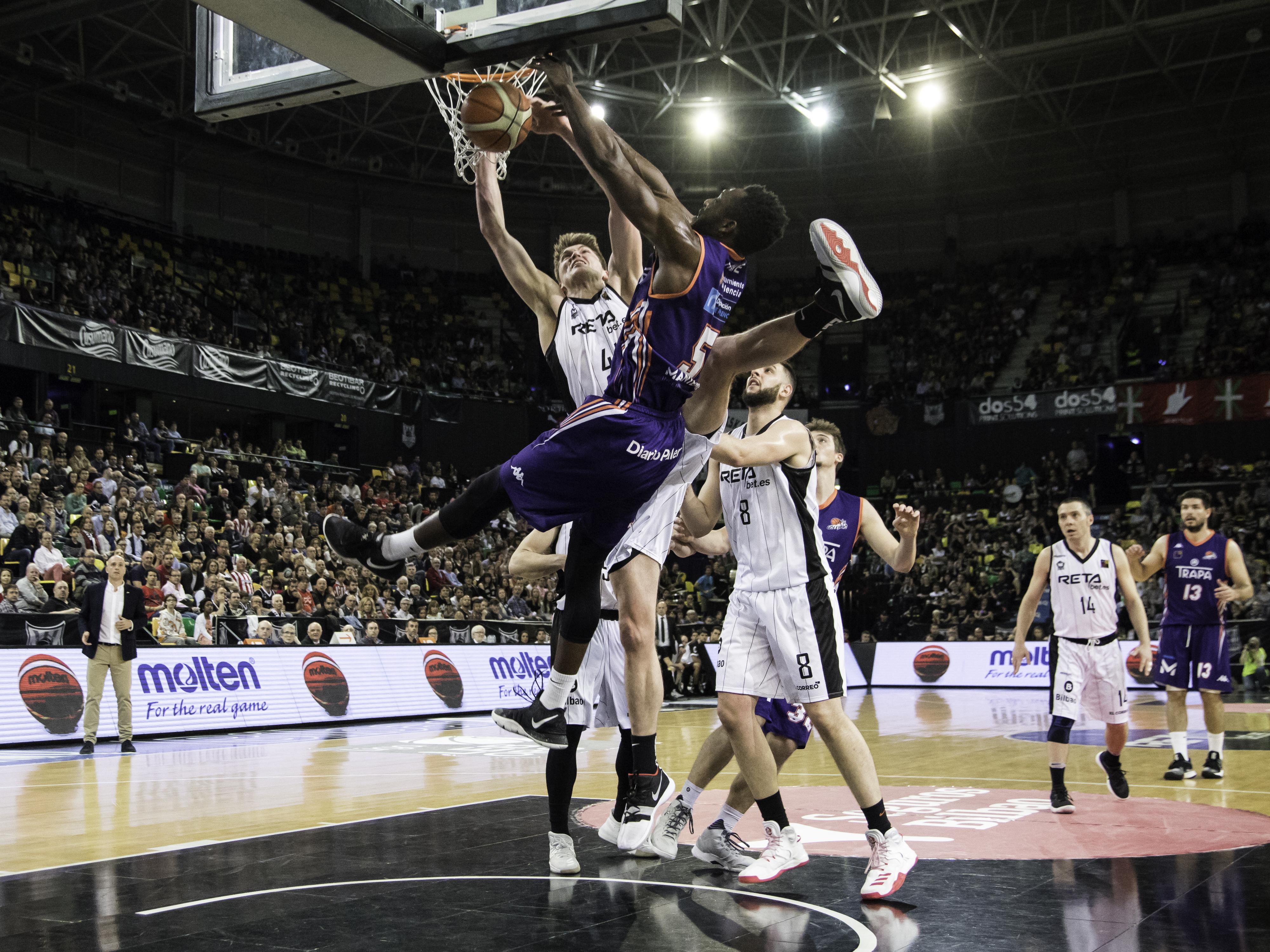 Lammers tapona el intento de mate de Kone  | Foto: Luis Fernando Boo.
