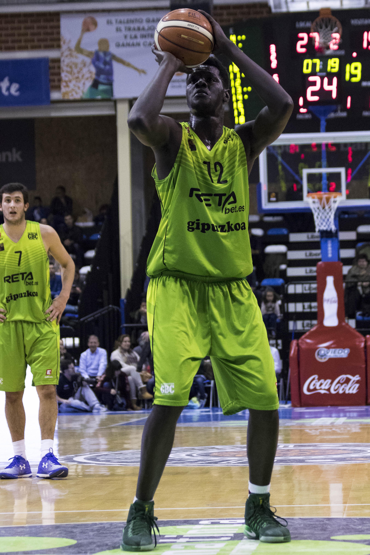 Abdoulaye Ndoye desde el tiro libre (Foto: Christian García)
