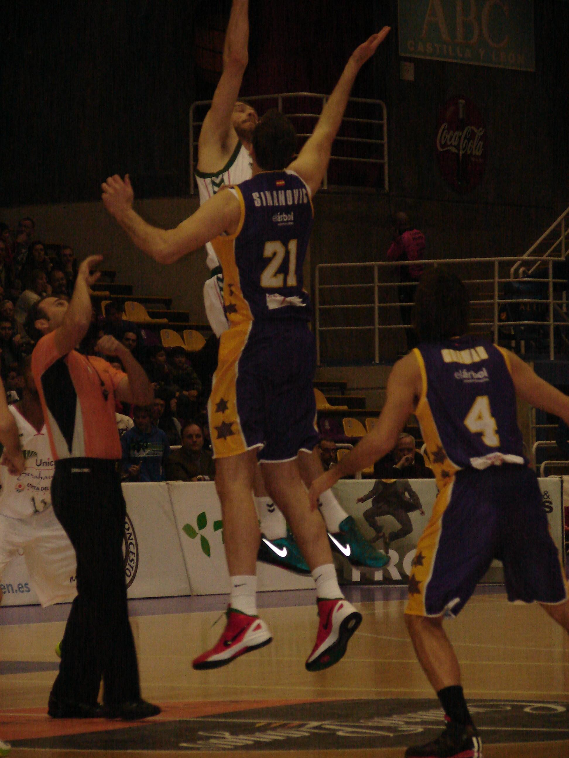 Salto inicial (Foto: Jose Navas)