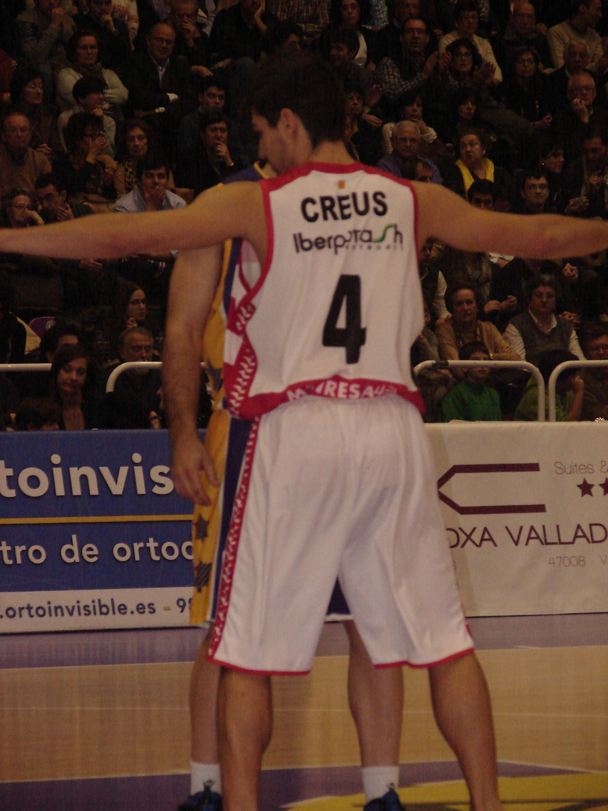 Creus defendiendo (Foto: Jose Navas)