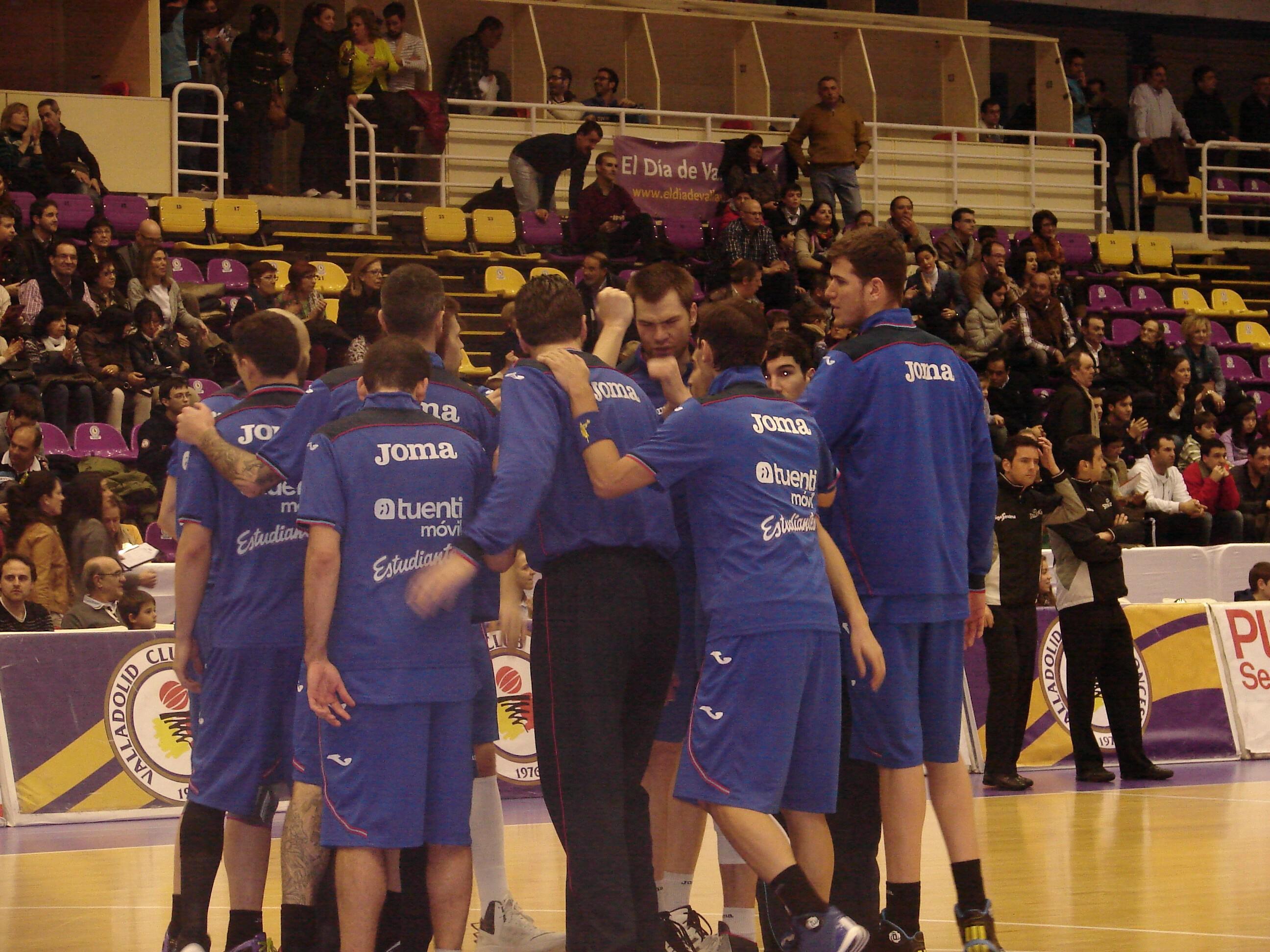 Jugadores del Estu antes del partido (Foto: Jose Navas)