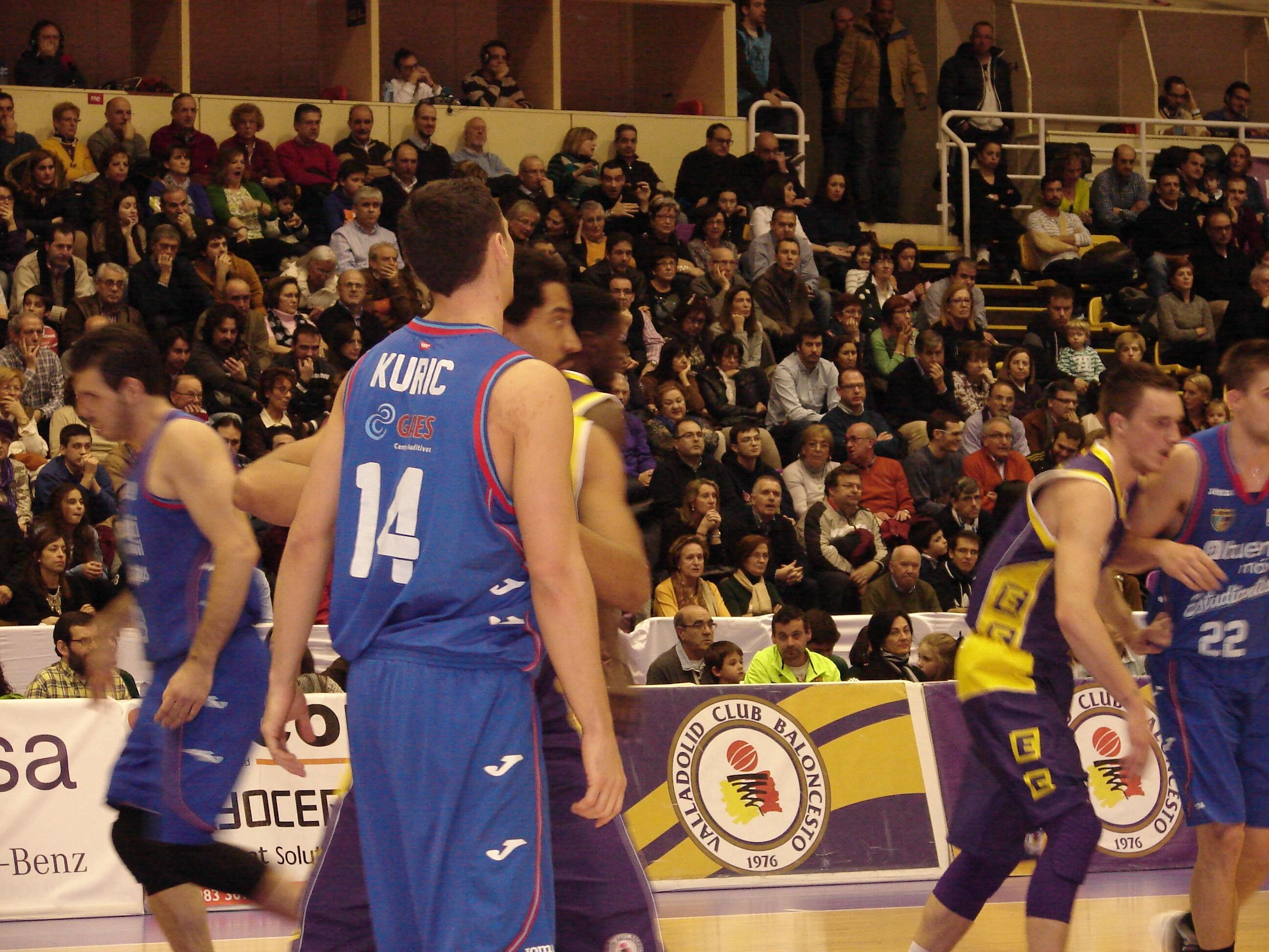 Kuric defendido por Suka-Umu (Foto: Jose Navas)