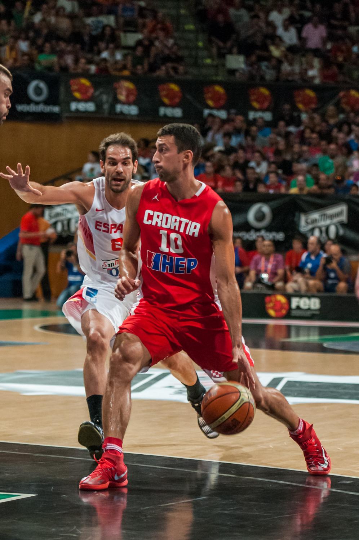 Leni Ukic, ante Calderón. (Foto: JM Casares)