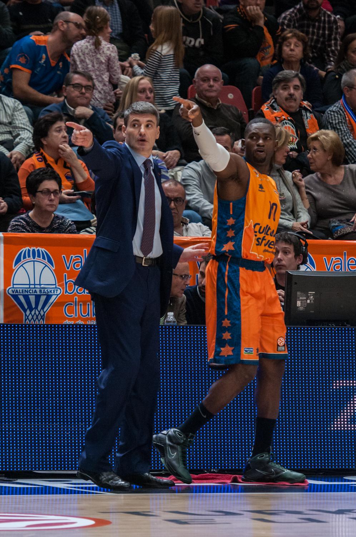 Perasovic con Sato. (Foto: JM Casares)