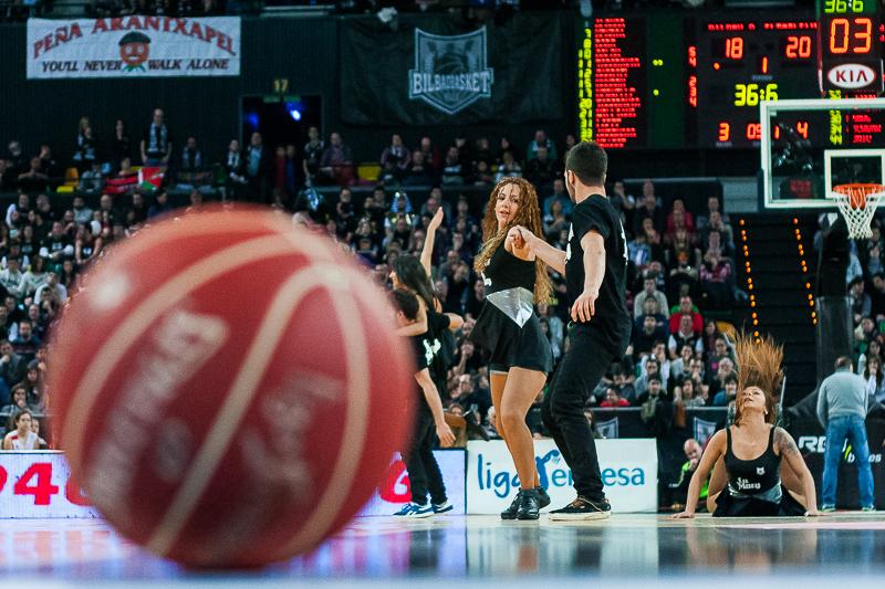 Tiempo muerto en el Bilbao Arena (Foto: Luis Fernando Boo).
