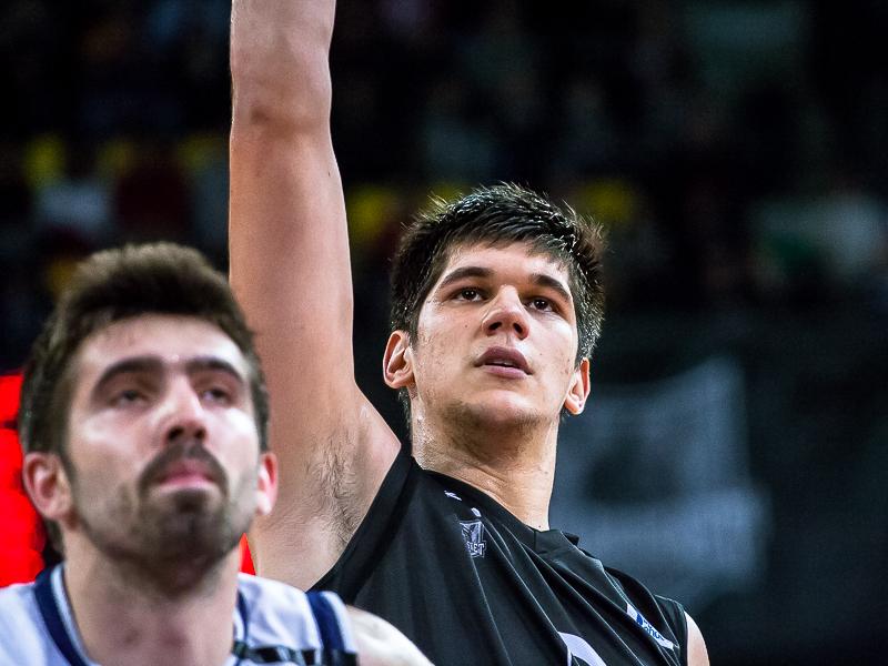 Marko Todorovic tras lanzar a canasta (Foto: Luis Fernando Boo).