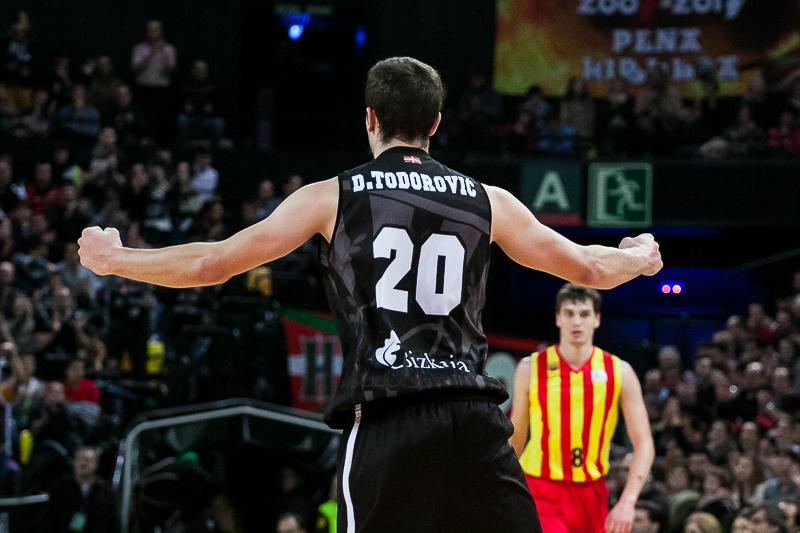 Dejan Todorovic celebra una canasta (Foto: Luis Fernando Boo).