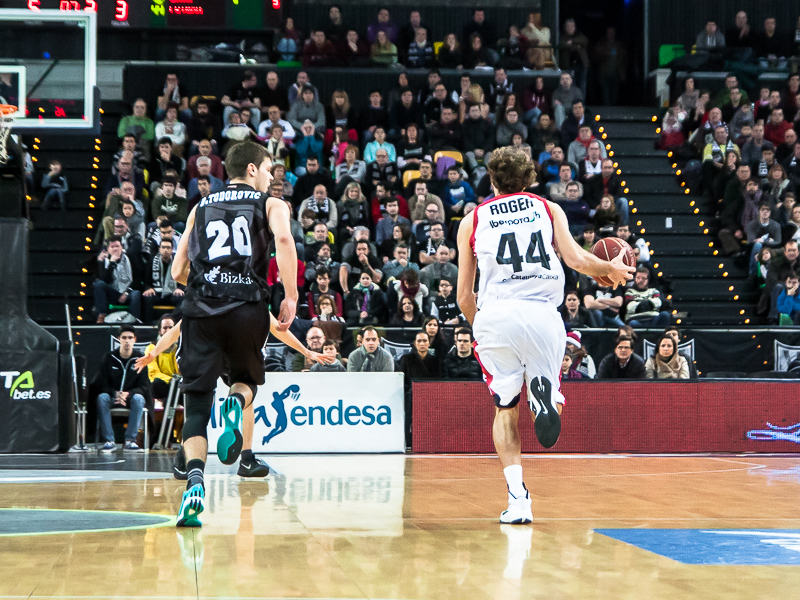 Grimau y Todorovic corren a la par (Foto: Luis Fernando Boo).