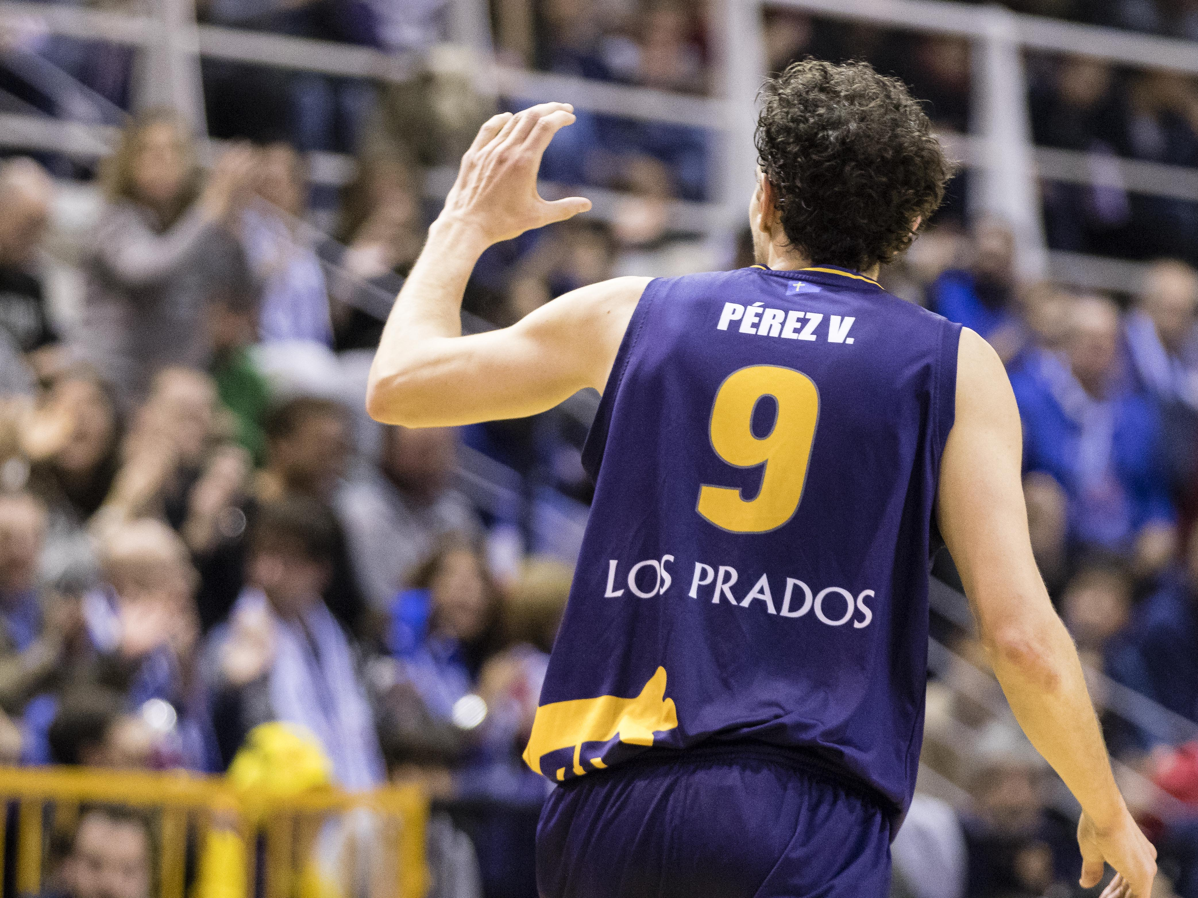 Víctor Pérez dedicando un triple (Foto: Christian García)