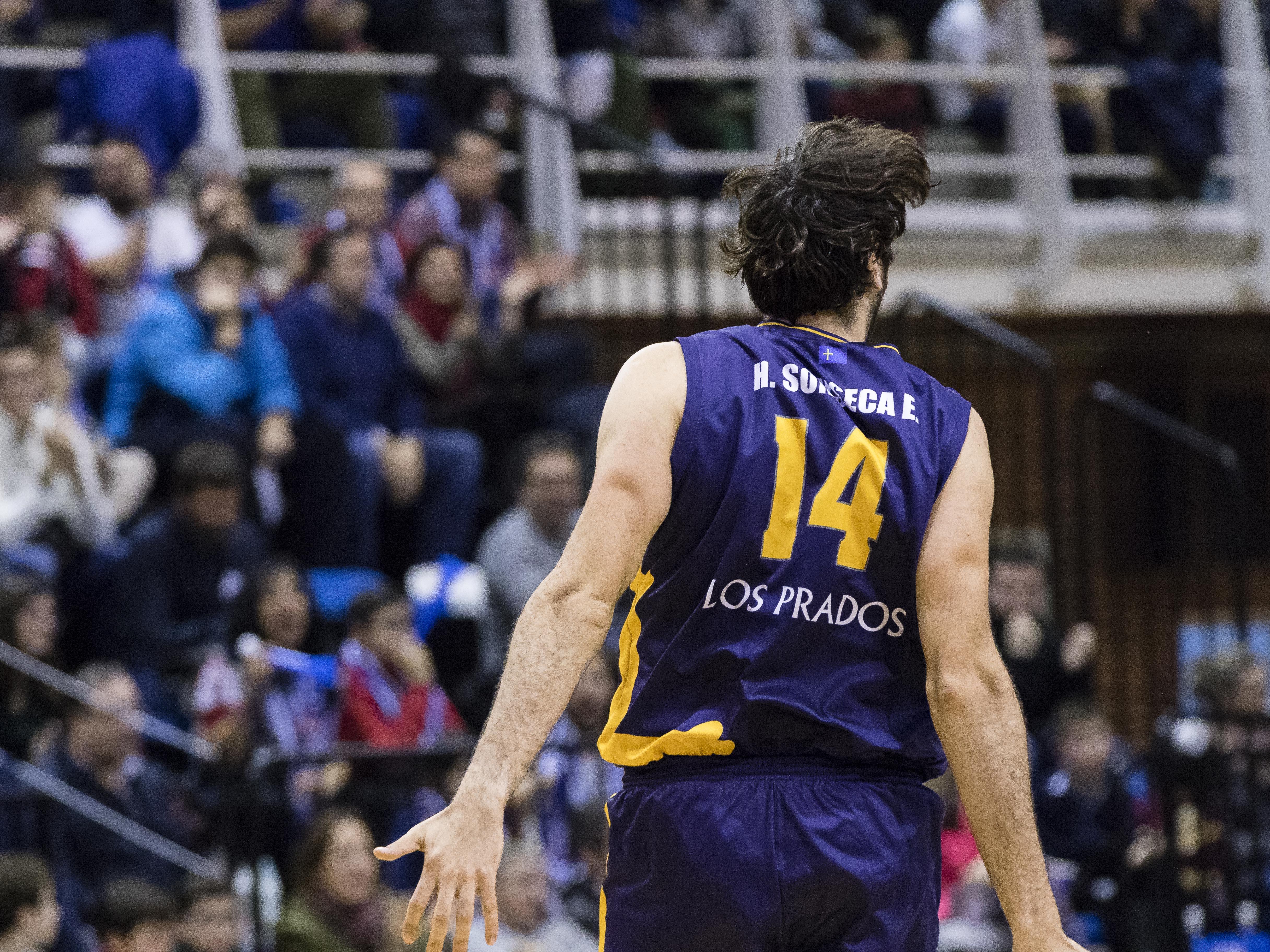 Eduardo Sonseca celebrando un triple (Foto: Christian García)