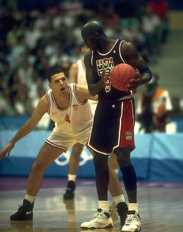 Olimpiadas de Barcelona en 1992, Petrovic intente maniatar a Michael Jordan
