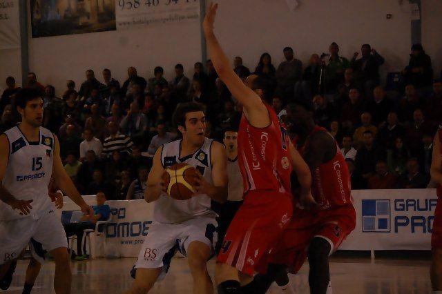 Txomin López defiende un ataque de Tíjola (Foto: Promobys Tíjola)