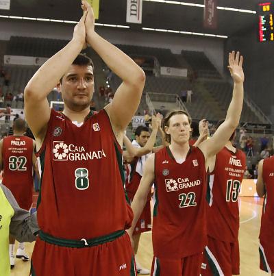Los jugadores del CB Granada se despiden de la ACB (Foto: ACB PHOTO / M.Henriquez)