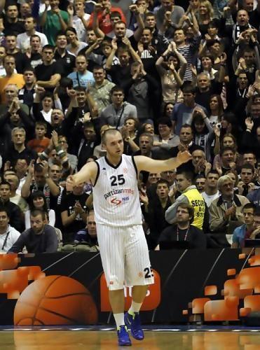 Milan Macvan, aplaudido por su nueva afición (foto: kkpartizan.rs)