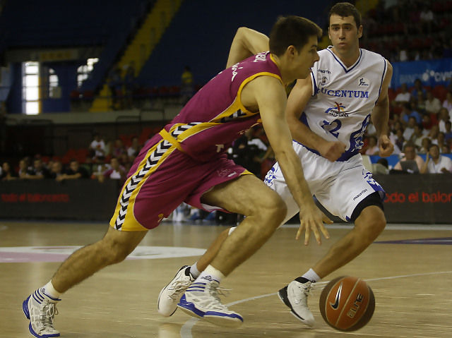 Milenko Tepic ante el Lucentum Alicante (ACB Photo / Tolo Parra)