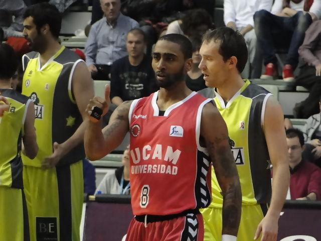Douby saluda en su debut (Foto: Javier Barquero)