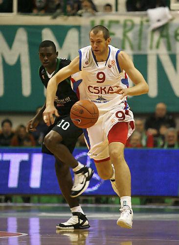 Siskauskas y Sato decidieron el partido (Foto: cskabasket.com)