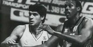 Meriweather pugna con Fernando Martín.