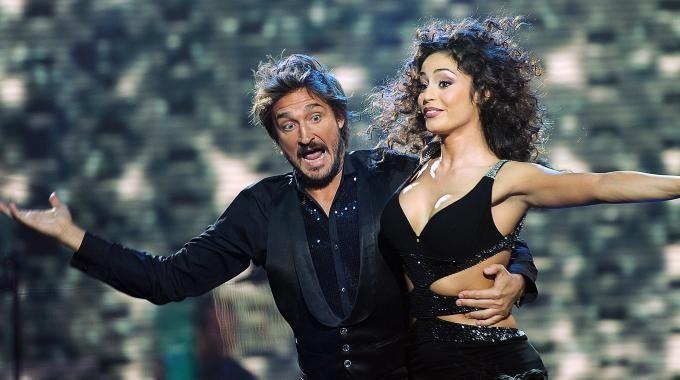 Pozzecco, en el Mira quien baila italiano, con la Fico.
