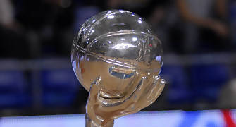 Aqui tenemos la copa por la que Axa y Tau<br> se juegan los Playoffs (foto:dnavarro.es)