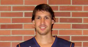 Agustín Prieto con la camiseta del Oviedo