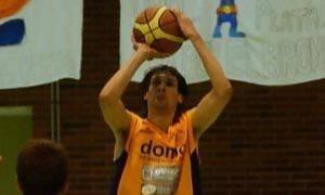 Agustín Prieto lanza a canasta