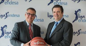 Francisco Roca, presidente de la ACB (izquierda), y Borja Prado, presidente de Endesa, en el acto de renovación del acuerdo entre ambas sociedades.