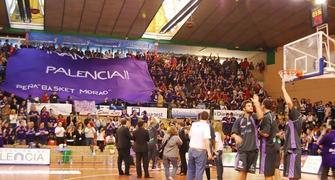 Faymasa Palencia-CBT. Ambiente de gala en la grada (foto baloncestoconp)