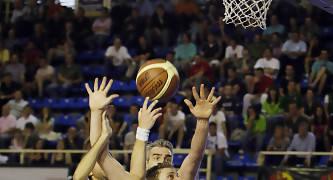 Entrada de Eric Sánchez en la Final a 4 de Fuenlabrada (foto Emilio Cobos/FEB)