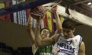 Sasa Zagorac en un mate con Eslovenia en el Europeo U20 2004