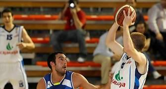 David Mediano defendido por Dani Rodríguez en la Final a 4 de Fuenlabrada (foto Emilio Cobos/FEB)