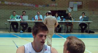 Max Van Shaik frente a Duncan Ogilvie (foto basquetmaniàtic)
