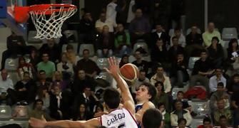 29 Entrada de Xavi Rabaseda (foto basquetmaniàtic)