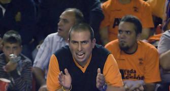 óscar, el utillero del Fuenla, anima a su equipo (foto: FM)