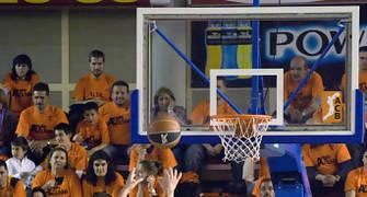 Tal Burstein en el tiro libre (foto: FM)